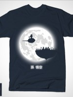 DON´T LOOK AT THE FULL MOON! T-Shirt